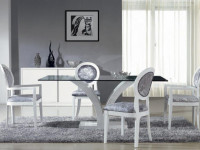 Cтеклянный стол в гостиную — дополнительная гармония в современном стиле + 73 фото