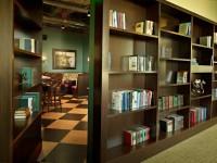 Гостиная с потайной дверью — интересные идеи как оформить скрытые двери в гостиной (77 фото)