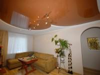 Натяжные потолки в гостиной — возможность реализации самых разнообразных форм (102 фото + видео)