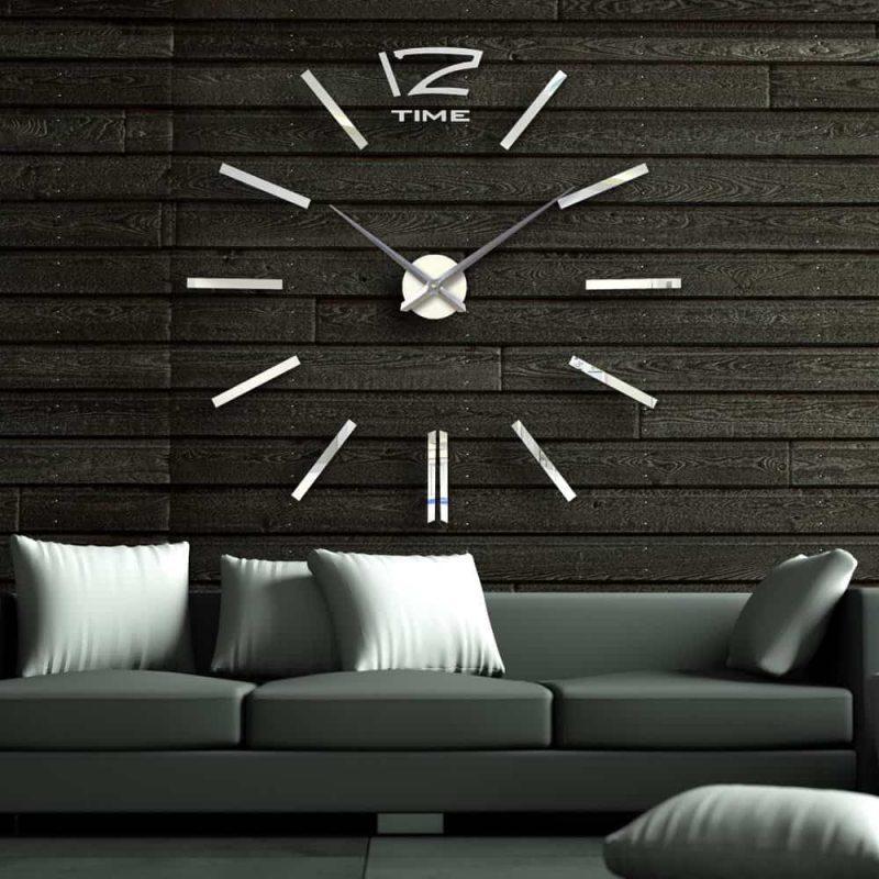 Настенные кварцевые часы на самоклеющейся основе с элементами декора подходят для всех ровных поверхностей, таких как: стены, обои, мебель, бытовая техника.