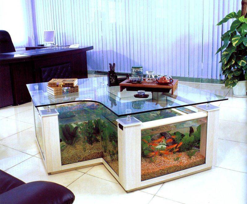 Akvarium v gostinoy 22