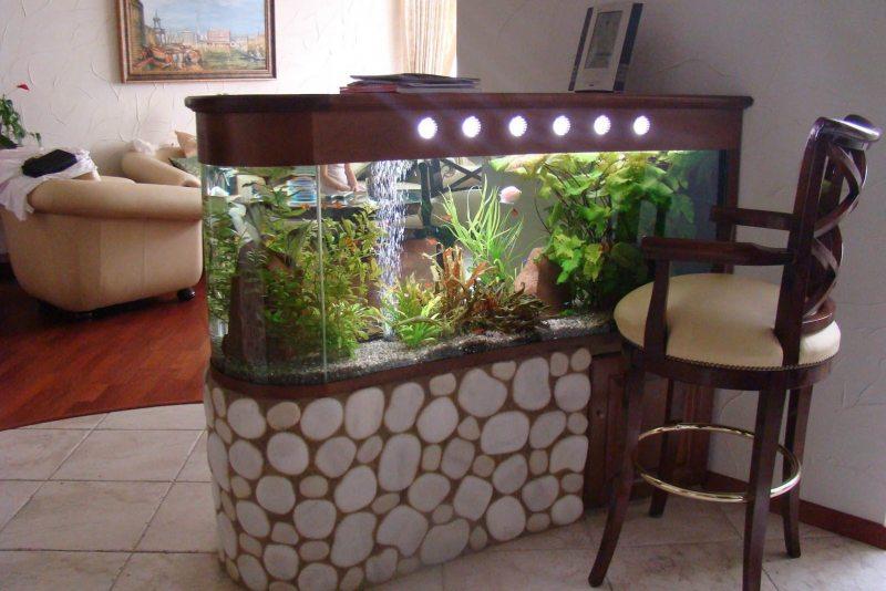 Akvarium v gostinoy 30