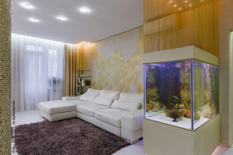 Akvarium v gostinoy 35