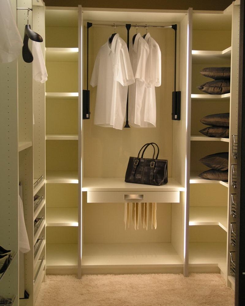 Garderobnaya v gostinoy 7
