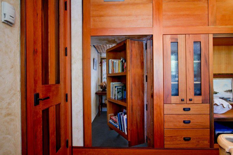 Gostinaya s potaynoy dveryu 47