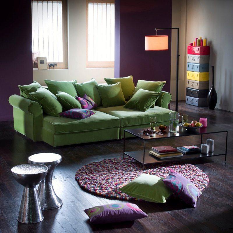 Цветные диваны в интерьере гостиной фото